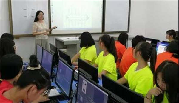 当妈妈遇上老师 ——第二届全国技工院校教师职业能力大赛湖南选拔赛参赛侧记
